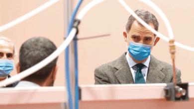 Photo of Король Испании посетил полевой госпиталь в Мадриде